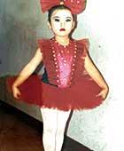 5歳、ピアノをはじめたころ。バレエ発表会にて