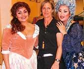 2006年、オペラデビューとなったパームビーチオペラ『魔笛』(夜の女王役)の舞台裏。向かって右側が本人