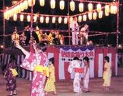 納涼盆踊り大会(8月小学校校庭にて)