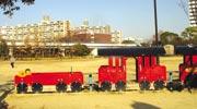 隣接する南港公園。周辺の方たちの憩いの場となっている