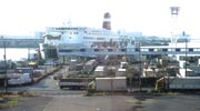 大阪南港フェリーターミナルに停泊中のフェリー