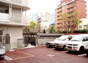 マンション内の駐車場と駐輪場