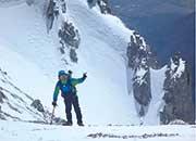 登山を楽しむ理事長。木曽駒ヶ岳中腹にて