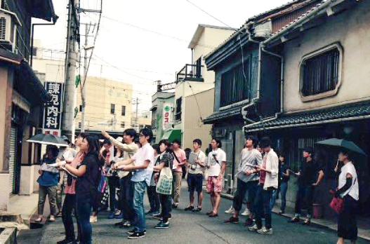 「尾道建築塾」の町歩きの様子