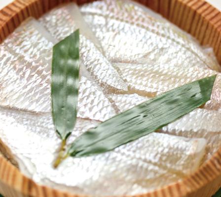 福井県の珍味「小鯛の笹漬け」