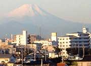 6階からの眺め。遠方に見えるのは富士山