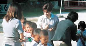 チェンマイ県バンメーランカムスクールへ 牛乳のおみやげを