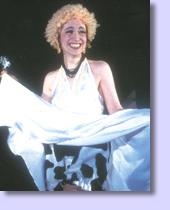 マリリン・モンローの姿で参加した 大道芝居にて