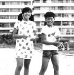 伊豆下田にて。 夏休みの家族旅行。 右は弟、左は私