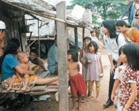 カンボジアプノンペン郊外のスラム街を視察