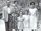 1955年 ハワイにて父母姉と