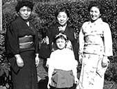 伯母たちと。右端が母