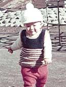 2歳のとき。大阪、枚方市内の公園にて