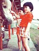 6歳のとき。山梨県の山中湖で弟と