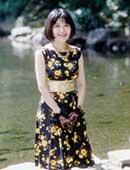 33歳、1991年の夏。お見合い写真。ワンピースは昔、母が着ていたもの(右端写真)
