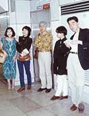 34歳、松竹シナリオ研究所・研修生のころ。左端が山口恵以子さん