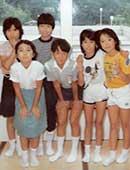 11歳のころ。右端が佐藤たまきさん