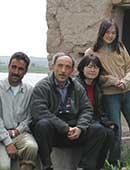 2003年、ユーフラテス河流域遺跡調査にて。右から、山崎さんの娘、ご本人、夫