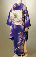 『細雪』の冒頭で、幸子が音楽会に行くための支度をしていて帯が決まらないというシーンがあります。戦後、単行本にするときに日本画家・小倉遊亀が挿絵を描いたのですが、その挿絵に合わせたコーディネートです。