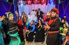 エジプトの結婚式で踊る女性