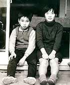 13歳(中1)のとき、弟と。私の生まれた家にて