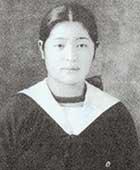 17歳のころ。女学校の制服を着て