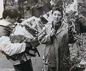 50代後半、事件現場にて。リポートしている姿の写真は数少ない