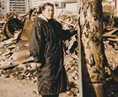 60歳ごろ。阪神・淡路大震災の取材で。神戸市の火災現場にて