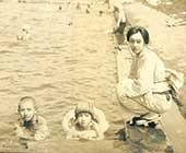 1931年ごろ。蓼科にて。左から、香織、蕗苳、白蓮