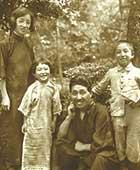 1930年。目白の自宅の庭で。左から白蓮、蕗苳、龍介、香織