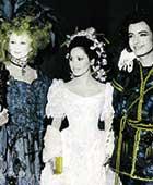 1970年代、パリでの、メルヘンがテーマの宮廷仮装パーティーにて