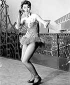 15歳のころ、NHKで歌番組初出演。このとき、初めてヒールを履いてダンスをした