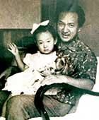 1963年(3歳)ごろ、横浜にて、詩人で父の水野陽美氏と