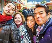 家族旅行。夫の勝野洋さんと子どもたちと