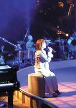 2004年4月1日 倉敷チボリ公園内野外ステージにて