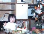室井さん、2才のころ自宅にて