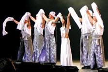 韓国でも有名なダンサーチームとの共演