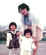 34才、長女3才、次女1才3ヵ月、 札幌の藻岩山のバラ園にて