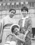 東京池袋にて。 親せきと3人で(4才)