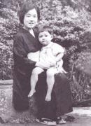 お母さんと子どものころの写真