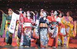 WAHAHA本舗の全体公演「ダンス王」(2006年)