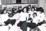 山本リンダの真似をした 中学の立山登山旅行の時 (右から2番目が柴田さん)