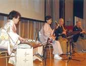 趣味のお琴は10歳のころから。APECレセプションで披露。2010年