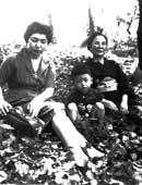 長男(5歳)、母と。昭和35年ごろ