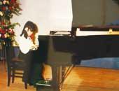 ピアノの発表会にて。小学校2年生のとき。『エリーゼのために』がこのときの発表会の曲
