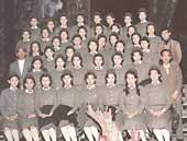 宝塚音楽学校予科生のときの修学旅行(一列目左から4人目が本人)