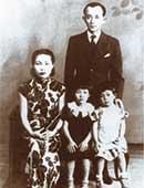 1940年ごろの家族写真。小学校入学前後