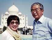2002年 インドのタージマハル前にて。石原慎太郎氏と