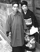 昭和39年ごろ。自宅前にて父(67歳)と