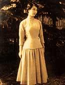 20歳ごろ。大谷学園横浜ドレスメーカー女学院に通っていた時代、自分でデザインした洋服